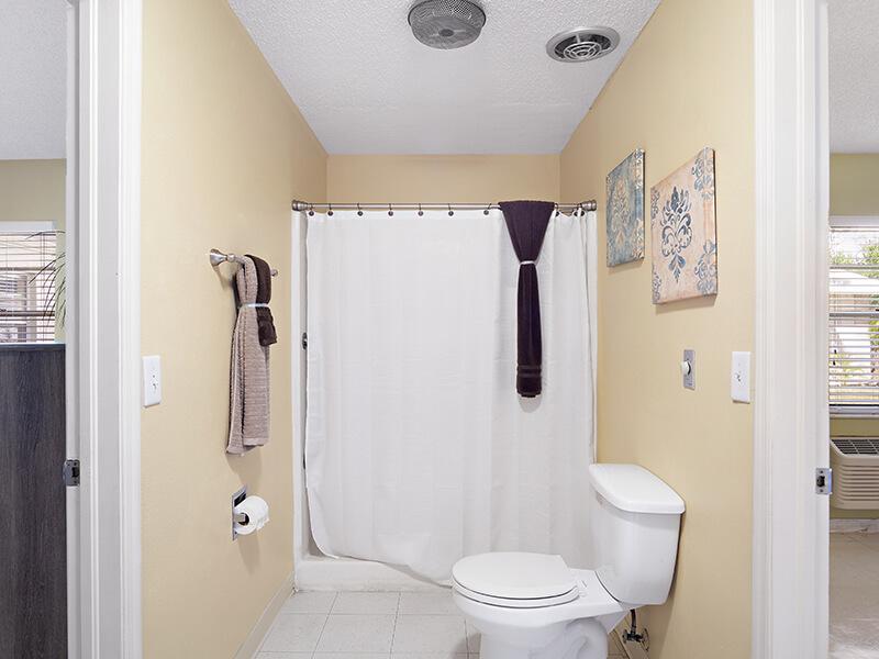 Tampa-Resident-Bath-(2)