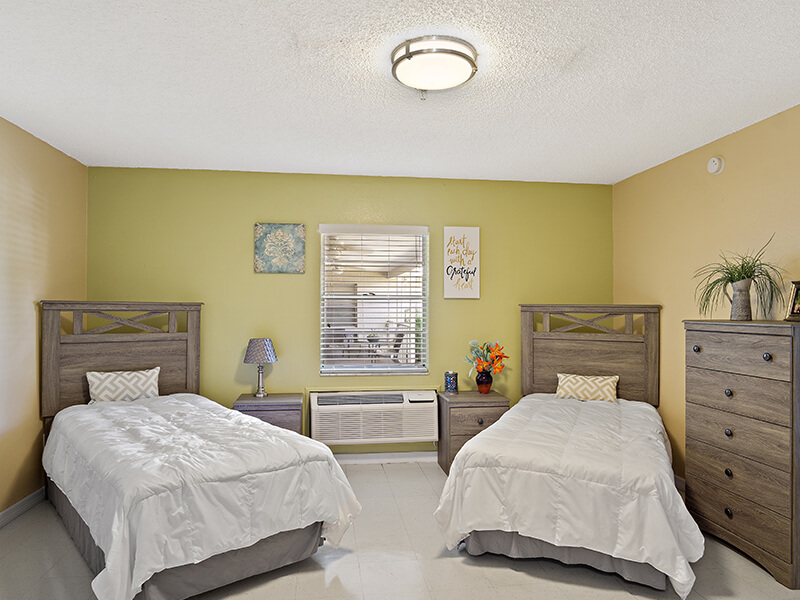 Tampa-Resident-Room